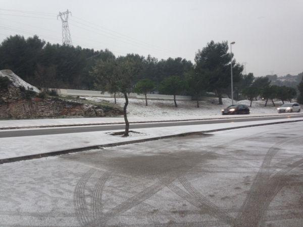[#Météo] La neige rend la #circulation difficile autour de #Marseille