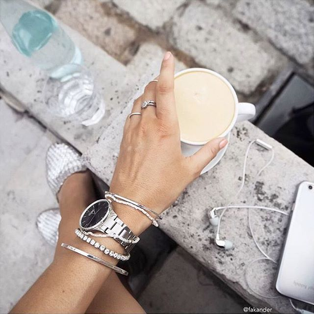 @fakander goes all in silver details. Together with coffee it's the best way to start the day.
