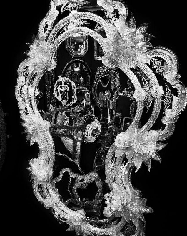 SANS TITRE (97070804) VALÉRIE BELIN Date : 1997 Support : Photographie Dimension : 100 x 80 cm Photographie noir et blanc issue de la Série Venise (Miroir). © Adagp, Paris, 2007