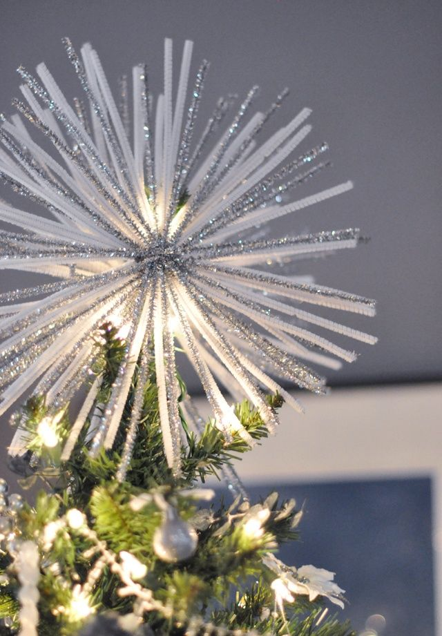 Starburst tree topper out of pipe cleaners. Lots of cheap ideas for a beautiful tree