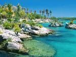 Cancun é uma cidade que fica na costa do estado de Quintana Roo, no México, em uma península que se tornou um dos centros turísticos mais importantes do mundo, tendo conseguido preservar suas belezas naturais e sua cultura ancestral, representada principalmente em cidades maias, como Tulum, Uxmal ou Chichén Itzá, fundadas no período pré-colombiano.