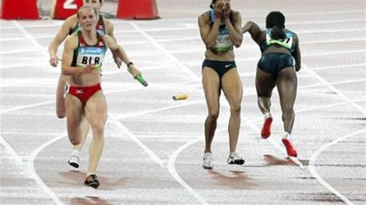 """""""Otro año difícil """"   En el 2008, Lauryn Williams viajó a Beijing para representar a los Estados Unidos en el equipo de atletismo para las Olimpiadas, y era su segunda participación en los Juegos. Ella compitió en dos disciplinas, la carrera de los 100 metros y la carrera de relevos de 4x100.  Después de haber ganado otras competencias previas durante ese mismo año, Lauryn se sentía confiada. Sin embargo, en los 100 metros, ella terminó cuarta, la primera corredora s"""