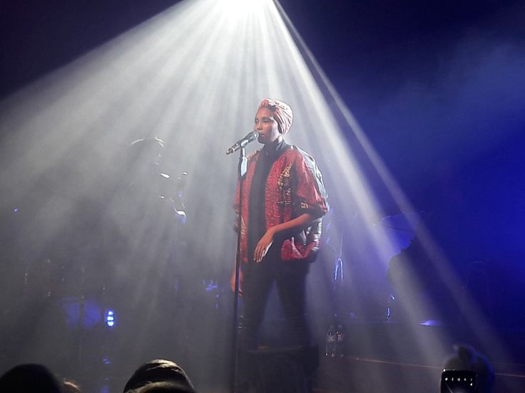 Czarnoskóra piosenkarka znów zajrzała do naszego kraju z trzema koncertami w ramach trasy promującej jej najnowszą płytę. Przypadkowo znalazłem się na jednym z nich... http://exumag.com/imany-w-polsce/