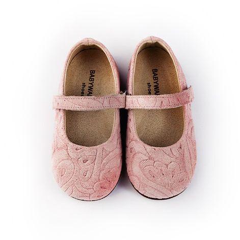 Прекрасни пролетни детски обувки за момиченца.При нас ще намерите обувки , подходящи за всеки повод и отговарящи на всеки вкус. Тук ще получите коректно отношение, професионална консултация, бързо и качествено обслужване.