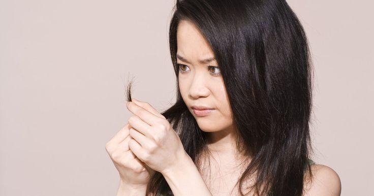 Cómo reparar las puntas porosas del cabello . Si las puntas de tu cabello están muy arruinadas y se ven mal, necesitarás hacerles un tratamiento profundo. El cabello poroso se siente áspero o quebradizo al tacto, absorbe y expele la coloración rápidamente y se siente esponjoso cuando está húmedo. Afortunadamente, existen productos que están diseñados para saciar esas puntas sedientas y llevar ...
