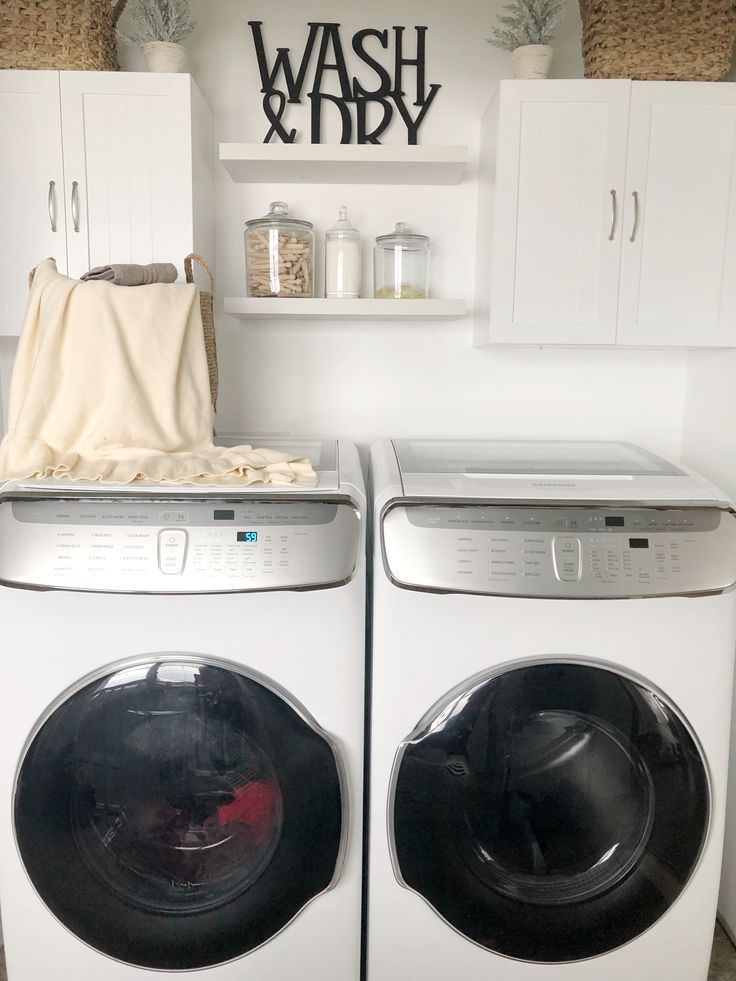Modern Farmhouse Laundry Room With Samsung In 2020 Laundry Room