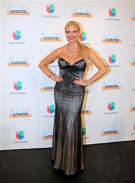 """Sissi en la alfombra del programa final de """"Sábado Gigante"""" conducido por Don Francisco en la cadena Univision, Miami, el 19 de septiembre de 2015."""