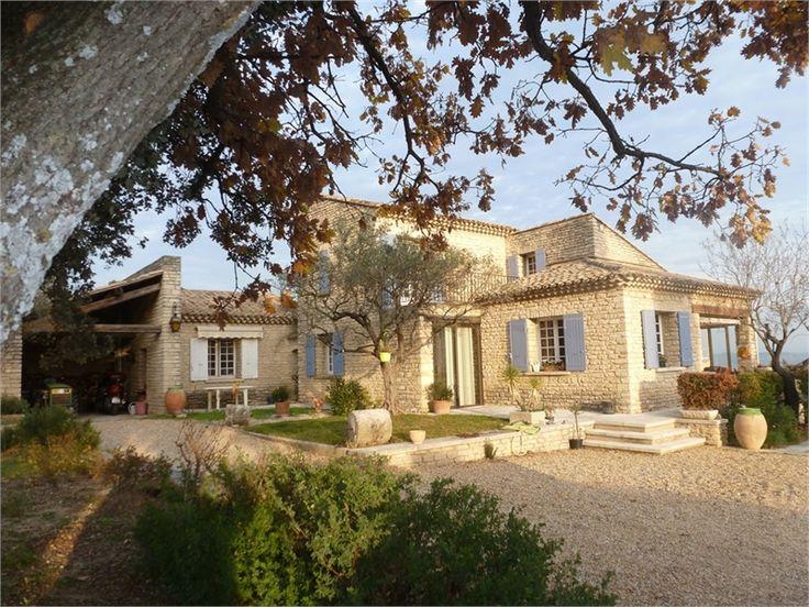 Située dans le département du Vaucluse, plus précisément à Gordes, profitez de cette propriété à vendre chez Capifrance.   Composée d'un terrain de 9662 m² arboré d'oliviers.