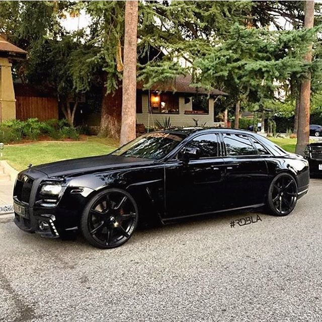 All Black Rolls Royce Wald Ghost!   photo: @rdbmano
