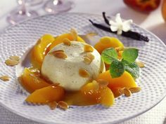 Bayrisch Creme mit Pfirsichkompott ist ein Rezept mit frischen Zutaten aus der Kategorie Steinobst. Probieren Sie dieses und weitere Rezepte von EAT SMARTER!
