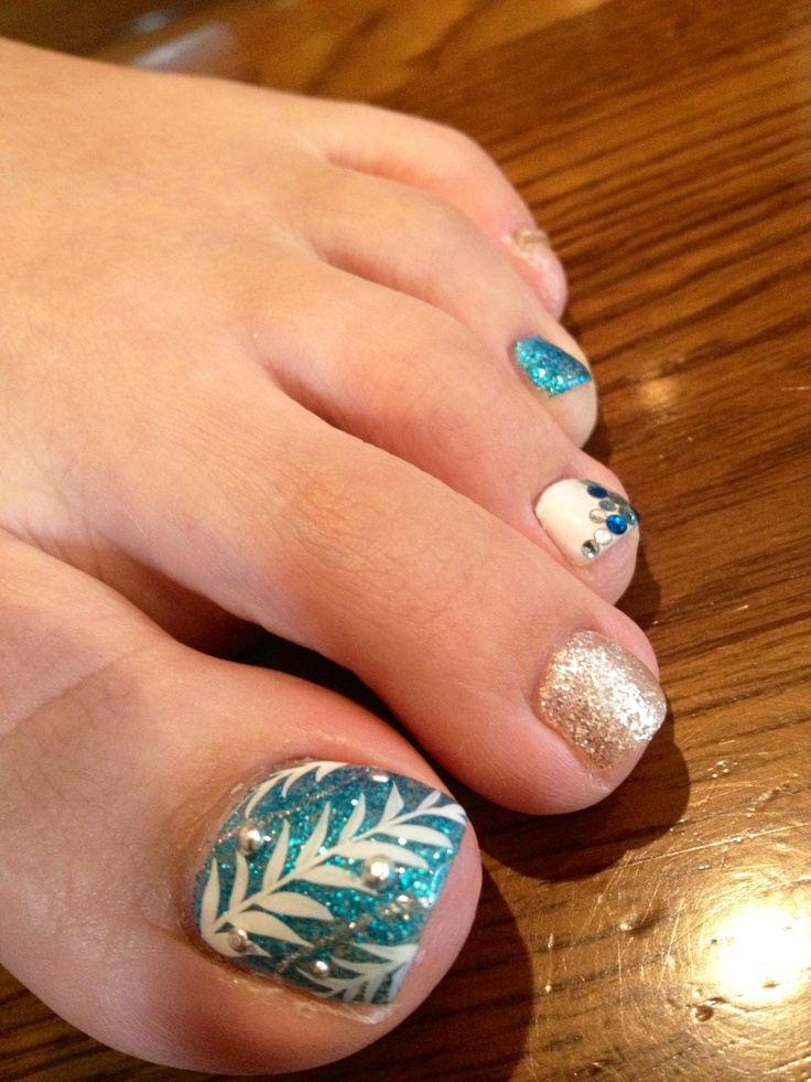 hawaiian nail art for summer!! Gorgeous turkoois and golden mix.
