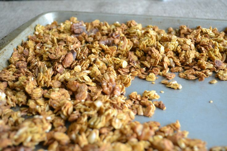 Inspiration for my own pumpkin pie granola, going to add chocolate ...
