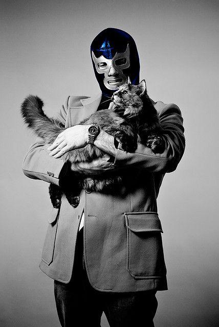 Toni es un tipo peligroso...acaricia gatos...
