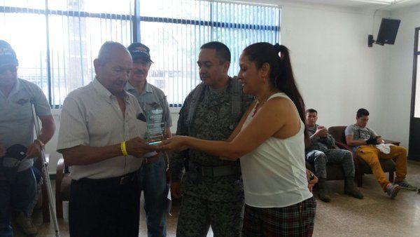reconocimiento al Sargento(r) Cristobal Ortegón a sus 75 años de edad, primer paracaidista FAC.   Noticias de la Fuerza Aérea de Colombia - Página 116 - América Militar