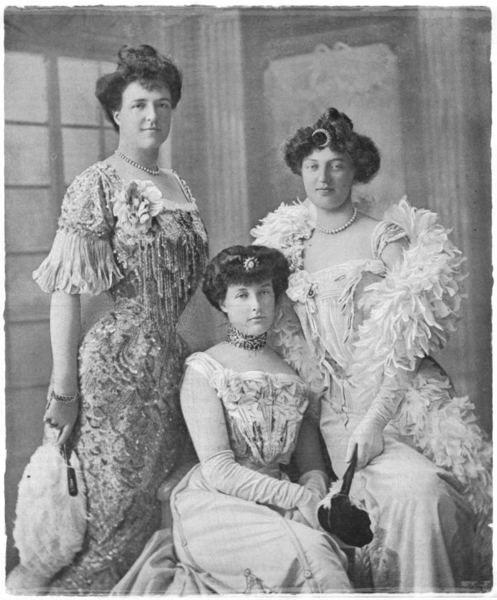 Rainha D. Amélia de Portugal (à esquerda) com as irmãs, Princesa D.Isabel, Duquesa de Guise e a Princesa D. Luisa, de Sicílias. Editorial: Real Lidador Portugal Autor: Rui Miguel