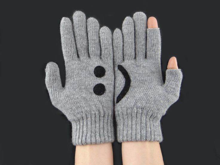 Women's Gray Knit Texting Winter Gloves New, Smile Text Emoji, Text Finger Free #WinterGloves