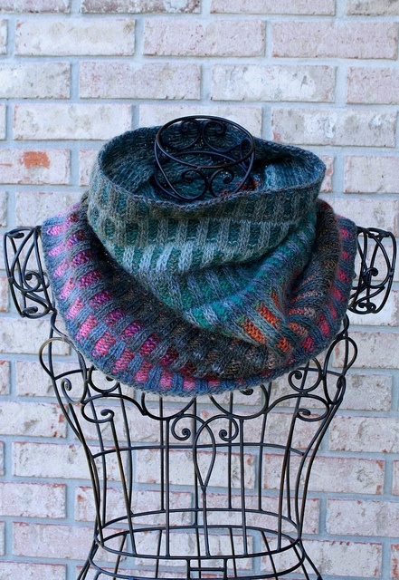 Inspira cowl. Free pattern here: http://www.ravelry.com/patterns/library/inspira-cowl