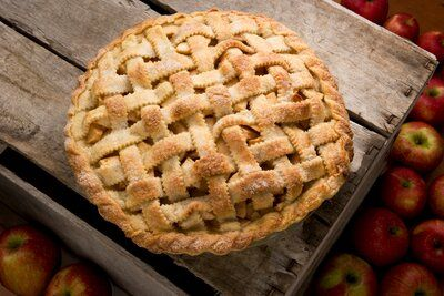 Köstliche Desserts, Delicious Desserts, Dessert Recipes, Apple Rhubarb Pie, Grandmas Apple Pie, Flaky Pastry, Apple Pie Recipes, Fall Recipes, Food