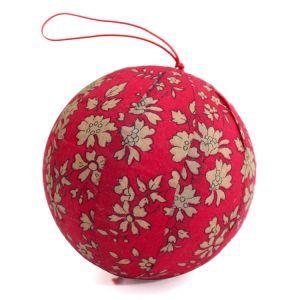 Boule de décoration de Noël en tissu Liberty Capel rouge. Fait main.