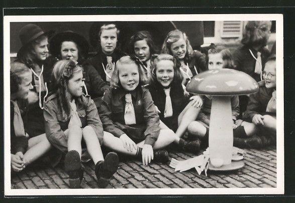 tolle AK H.K.M. Prinses Beatrix met haar mede kabouters, Pfadfinder | eBay