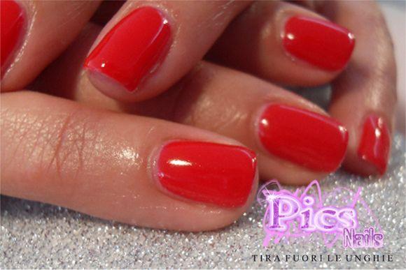 Smalto Semipermanente Rosso Pics Nails, per unghie femminili, eleganti e impeccabili!