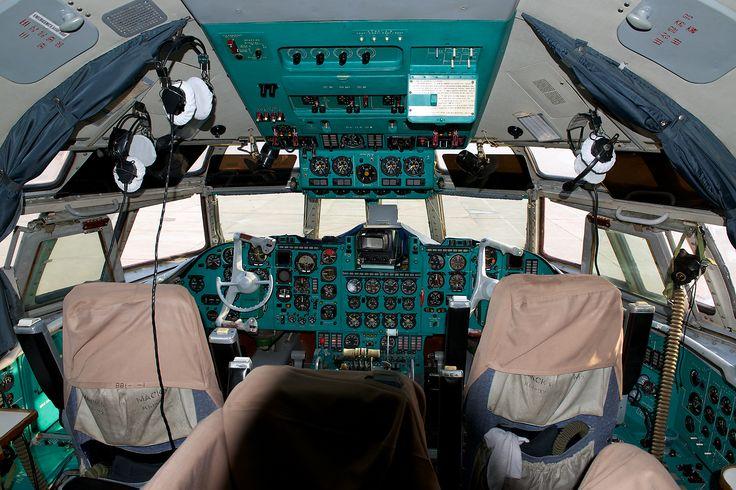 Cubana Ilyushin IL-62M cockpit