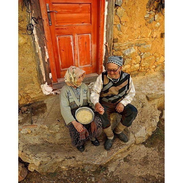 Bursa / İznik   İhsaniye köyünden Fadime Nine ile Osman Dede…  Fotoğrafı gönderen: Veysel Kaya
