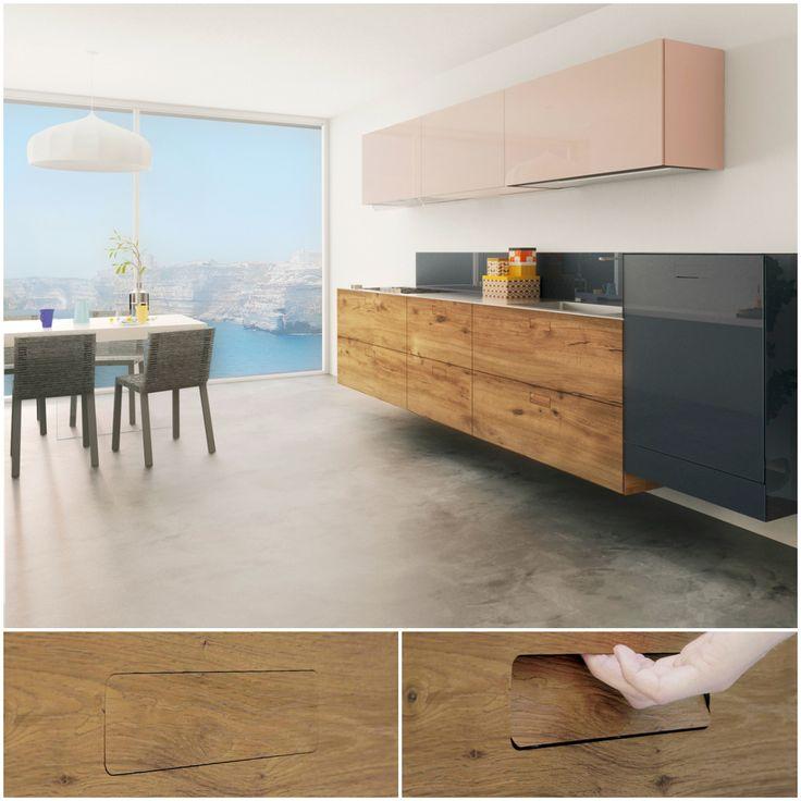 Una #cucina sospesa con le ante in Wildwood.  36e8 Kitchen Evolution combina senso estetico e funzionalità. La maniglia Flapp, quasi invisibile, con un semplice tocco rientra e facilita l'apertura.