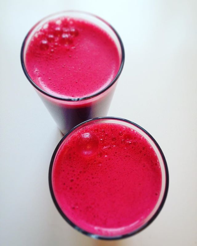 Morning glory: celery-beetroot-pineapple  Mi jugo de hoy piña#eatclean #vegan #juice #pineapple #colorful #healthy #veganlife #breakfast #red #yum #amazing #instagood #photooftheday #sweet  #breakfast #fresh #delish #delicious #hungry #love #happy #fit