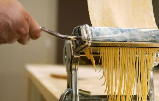 Valmista itse gluteenitonta pastaa makuja.fi -ohjeella.