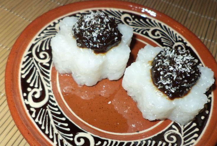 Flori De Orez Cu Magiun De Prune / Rice Flowers With Plum Jam https://vegansavor.wordpress.com/2015/07/03/rice-flowers-with-plum-jam-and-coconut/ #Topoloveni #plum #jam #rice #coconut #vegan #sweets