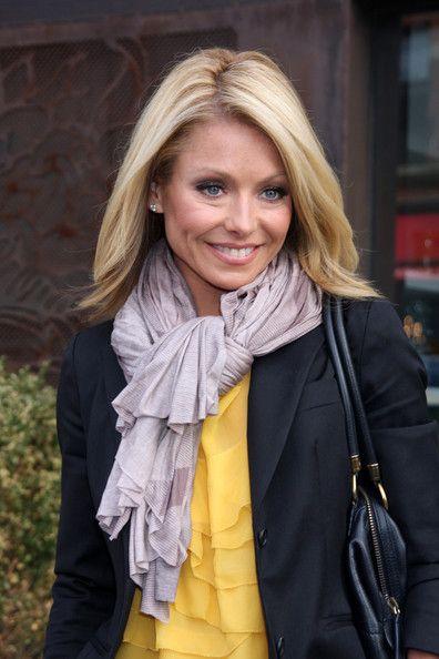 Kelly Ripa Photos Photos - TV how host Kelly Ripa seen out in New York City. - Kelly Ripa Seen Out In New York City