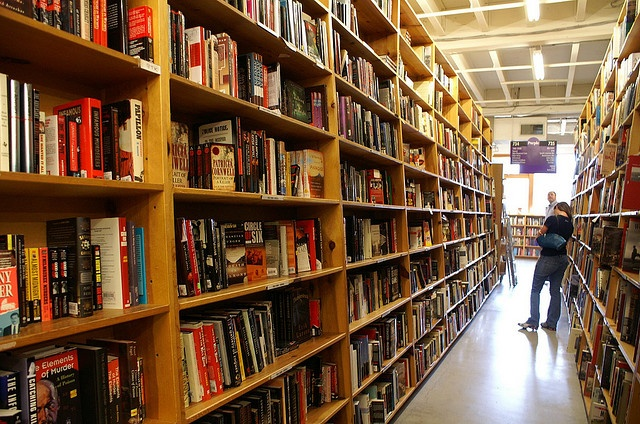 alyssa sm powells bookstore - 640×424