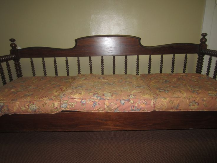 Antique Jenny Lind Daybed for sale at Hob Nobbers.