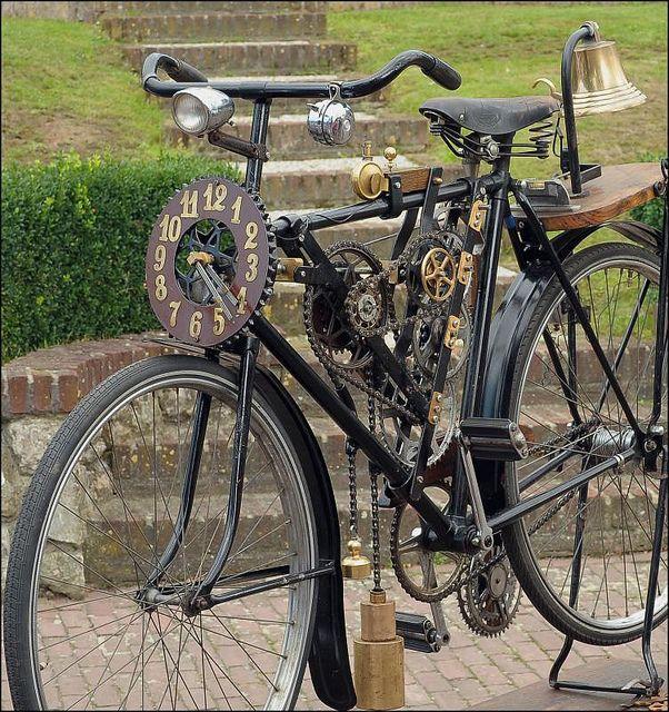 Wel een hele speciale fiets tijdens het Jaarlijks festijn Oude Ambachten in Einighausen Foto: Anne_mie