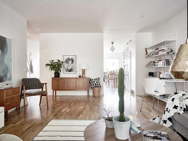 Ripiani e sedia bianchi in stile moderno con antiques noce. ---- 50 Examples Of Beautiful Scandinavian Interior Design - UltraLinx