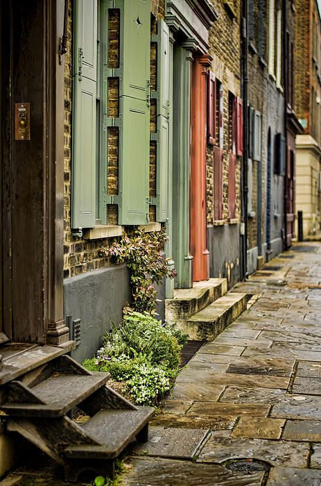 Fournier Street going towards Brick Lane, Spitalfields, London - Heather Applegate photographer