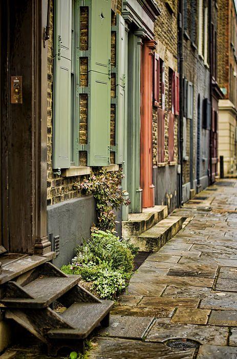 Fournier Street going towards Brick Lane, Spitalfields, London - Heather Applegate photographer