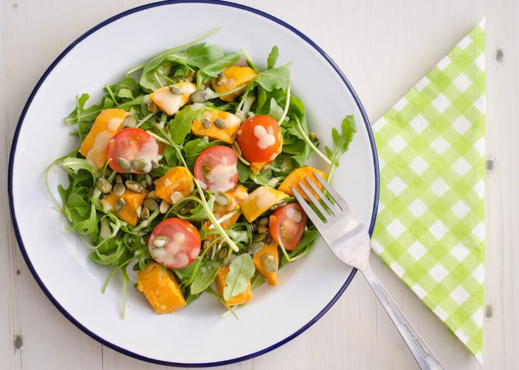 Een heerlijk vegetarisch voor-, bij- of lunchgerecht. Van deze multifunctionele receptjes kun je alleen maar blij worden toch?! Door het stomen van de zoete aardappel valt deze minder uit elkaar […]
