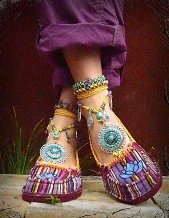 boho_area: Готовимся к летнему сезону. Идеи для украшения обуви и ножек.