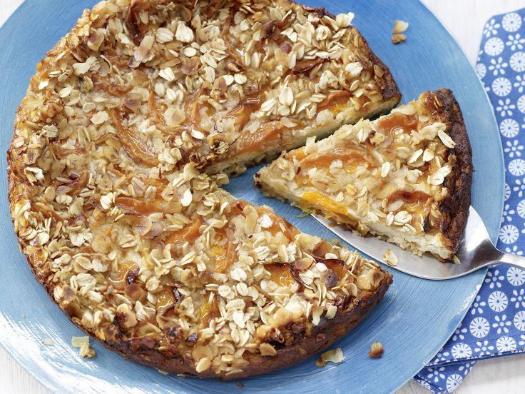 Aprikosen-Käsekuchen - mit Haselnussknusper - smarter - Kalorien: 150 Kcal - Zeit: 30 Min. | eatsmarter.de