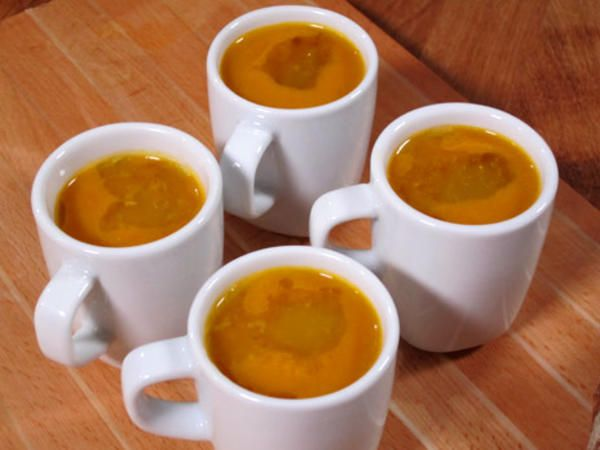Kryddad soppa med morot och vitlök