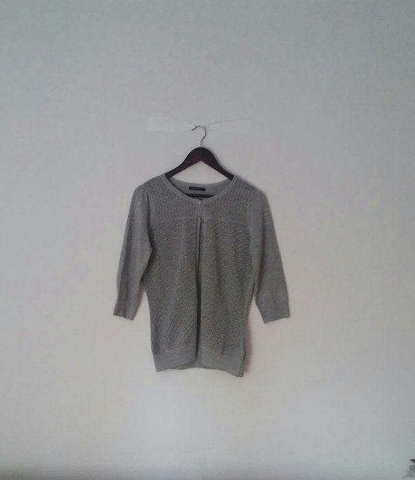 Szary sweterek rozpinany rekaw 3\4 wzorki