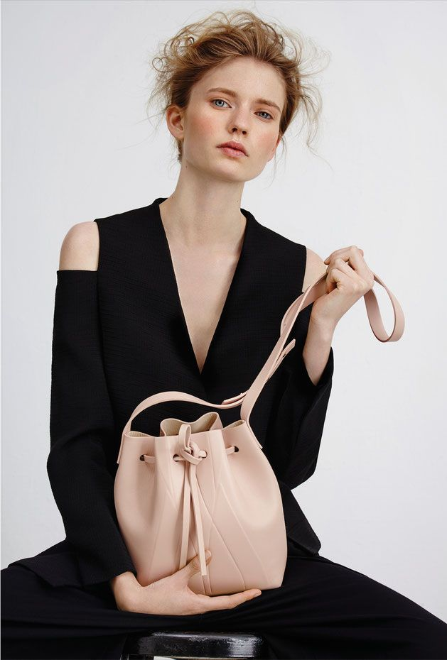 ALESYA ORLÓVA /  LOOKBOOK  GEO Bucket Bag mini nude / minimal, accessory, handbag, simplicity / handbags for women / Leder Beuteltasche