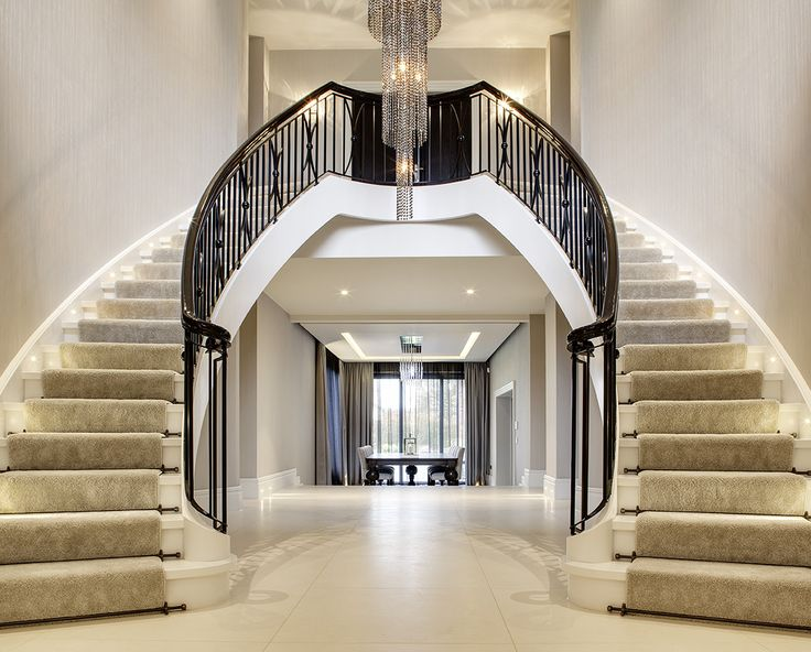 www.trabczynski.com ST495 Dwustronnne policzkowe schody gięte wykonane z dębu barwionego oraz dębu malowanego farbami kryjącymi. Balustrada z metaloplastyki. Realizacja wykonana w prywatnej rezydencji / ST495 Double, curved stair, full stringers manufactured in oak, solid white paint finish. Bespoke wrought iron balustrade.Profiled handrail made in stained oak finished to high gloss. Private residence.