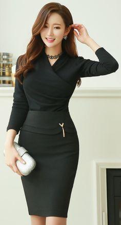 StyleOnme_Gold Tassel Decoration Pencil Skirt #allblack #pencilskirt #elegant #feminine #classy #koreanfashion #kstyle #formal #seoul #kfashion #skirt