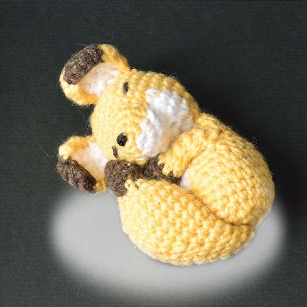 あみぐるみ「眠り狐」かぎ針編みの編みぐるみ。