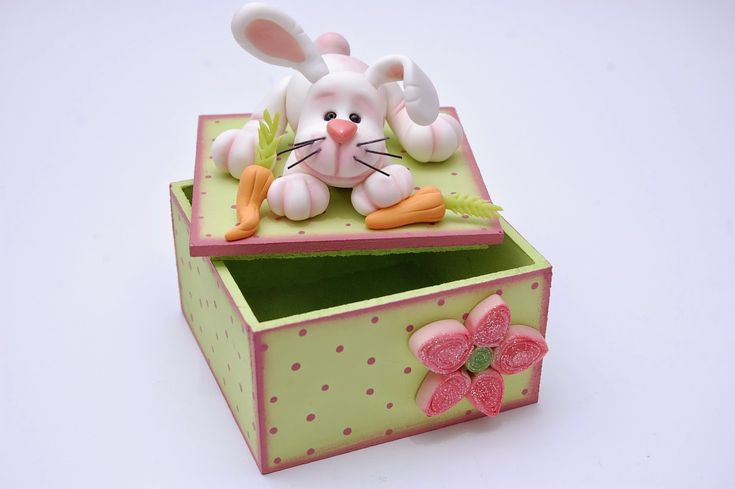 Cyri porcelana fria: Joyero decorado con conejo