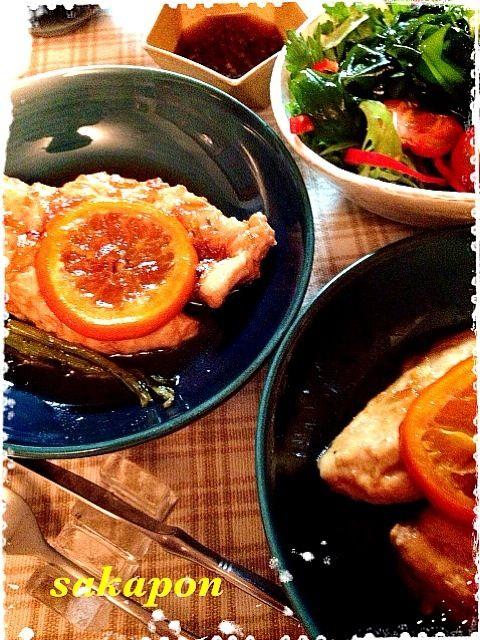 ずっと⭐付けてたクララちゃんのマーマレード煮、魔法の液体に一日付けた鶏胸肉で!特売g58円の胸肉が 簡単なのにレストランの味です  以前春菊サラダを見て、どんな味なのか尋ねて下さったので いつもクセなくパクパク食べれるレシピです 生春菊に軽く塩を振り、小さめフライパンでゴマ油大3を熱し春菊にジュ〜とかけ、混ぜ、海苔や白ごま、黒胡椒を振り頂きます。風邪予防にもなる春菊、香ばしいので幾らでもパクパクだよ〜 - 268件のもぐもぐ - クララちゃんの鶏肉のマーマレード煮☆春ワカメと春菊のサラダ by sakapon777