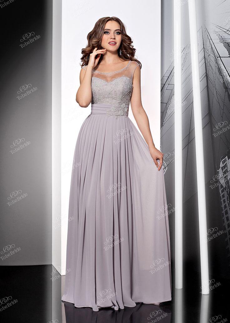 Воздушное платье в пол нежно-серого цвета идеально подойдет для того самого особенного вечера. Открытое декольте с кокетливым прозрачным верхом, украшенное россыпью страз, смотрится просто роскошно, подъюбник добавляет пышности струящейся длинной юбке, а дополняет образ искусная вышивка на лифе. В этом платье вы почувствуете себя настоящей принцессой!